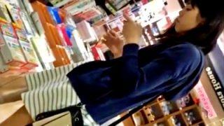 書店でパンチラ盗撮した素人娘の自宅まで追跡するこの動画、犯罪臭がやばすぎる・・・(動画あり)