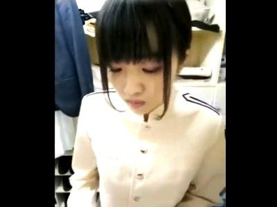 パチ屋? 店舗の更衣室に隠しカメラ仕込んでバイト女子の「制服→私服」着替えの一部始終を盗撮した動画がヤバげ・・・