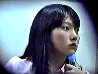 電車で放心状態のロリ顔リクスーJDのデルタゾーンを赤外線盗撮でパンチラ盗撮(動画あり)