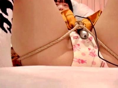 JCみたいな童顔娘を拘束して性的いたずらするこの動画、犯罪臭がすごい・・・(個人撮影)