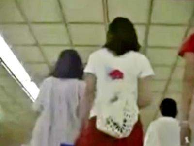 危険!おしゃれして繁華街に繰り出すミニスカJCをターミナル駅で粘着&パンチラ撮り!(動画あり)