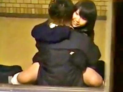 終電後の駅の階段でセックスしてる非行JKちゃん、盗撮動画をネットに晒されるwwww