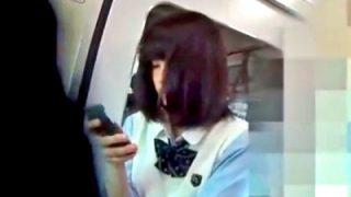 「あーこれは完全にガチだわ...」ってなる電車内JKパンチラ盗撮動画をごらんください