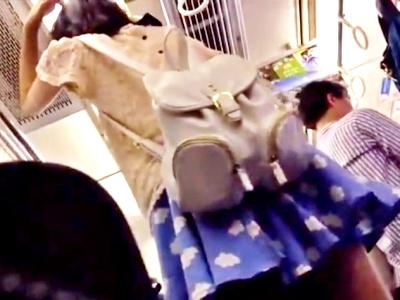 【ガチ映像】おしゃれしてお出かけ中のスレンダーJCちゃん、電車で逆さ撮り盗撮被害にあってしまう