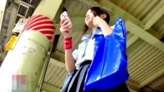 生理中のJKちゃん、ナプキンの羽付き&血のシミがべったりと付いたエグいパンチラを盗撮される(動画あり)