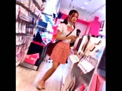 ガチJK!? とにかく激カワな制服娘のパンチラ盗撮に成功したから動画を公開しておく!