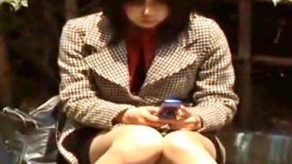 【盗撮動画】ちょうど良いブスOLの座りパンチラってオカズに最適だよなwwww
