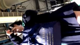 むっちむちの尻がドスケベなセーラー服JKの『風パンチラ』がエロすぎてシコらざるを得ないwww(動画あり)