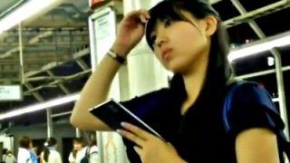 パンストフェチ歓喜!特S級美女を駅でスカートめくりパンチラ盗撮した激シコ動画