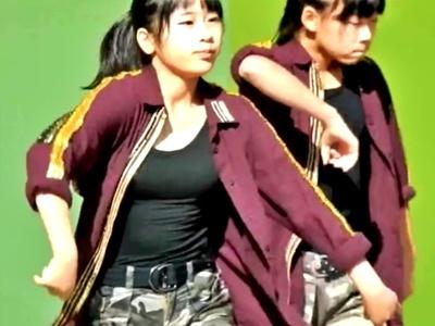 """胸を強調した衣装の美少女JCダンスチームの乳揺れステージ。まさかこの動画見て""""エロい""""なんて思わないよな?"""