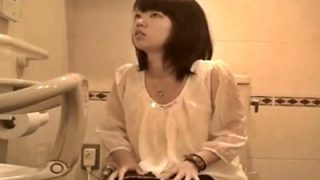 パンスト+黒パンとかリアル過ぎだろw 本物女子トイレ盗撮動画のロングバージョンが流出