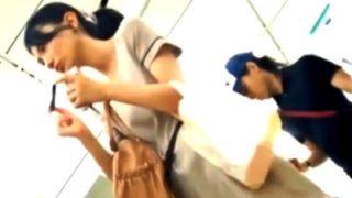 JD&美女の長時間パンチラ盗撮動画。棚越ししゃがみド接写が激エロだと話題www