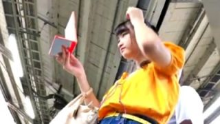 デニムミニスカでお出かけ中の美少女私服JKちゃん、電車でパンチラ盗撮されまくる被害(動画あり)