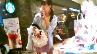 インナー付きスカートで安心している美少女JCのプリント綿パンツ盗撮する変態がこちらww(動画)