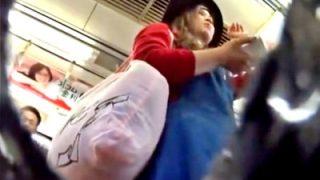 【盗撮動画】ギャル系な見た目と服装がミスマッチの金髪美人JDちゃん、パンツもアンバランス過ぎるwww